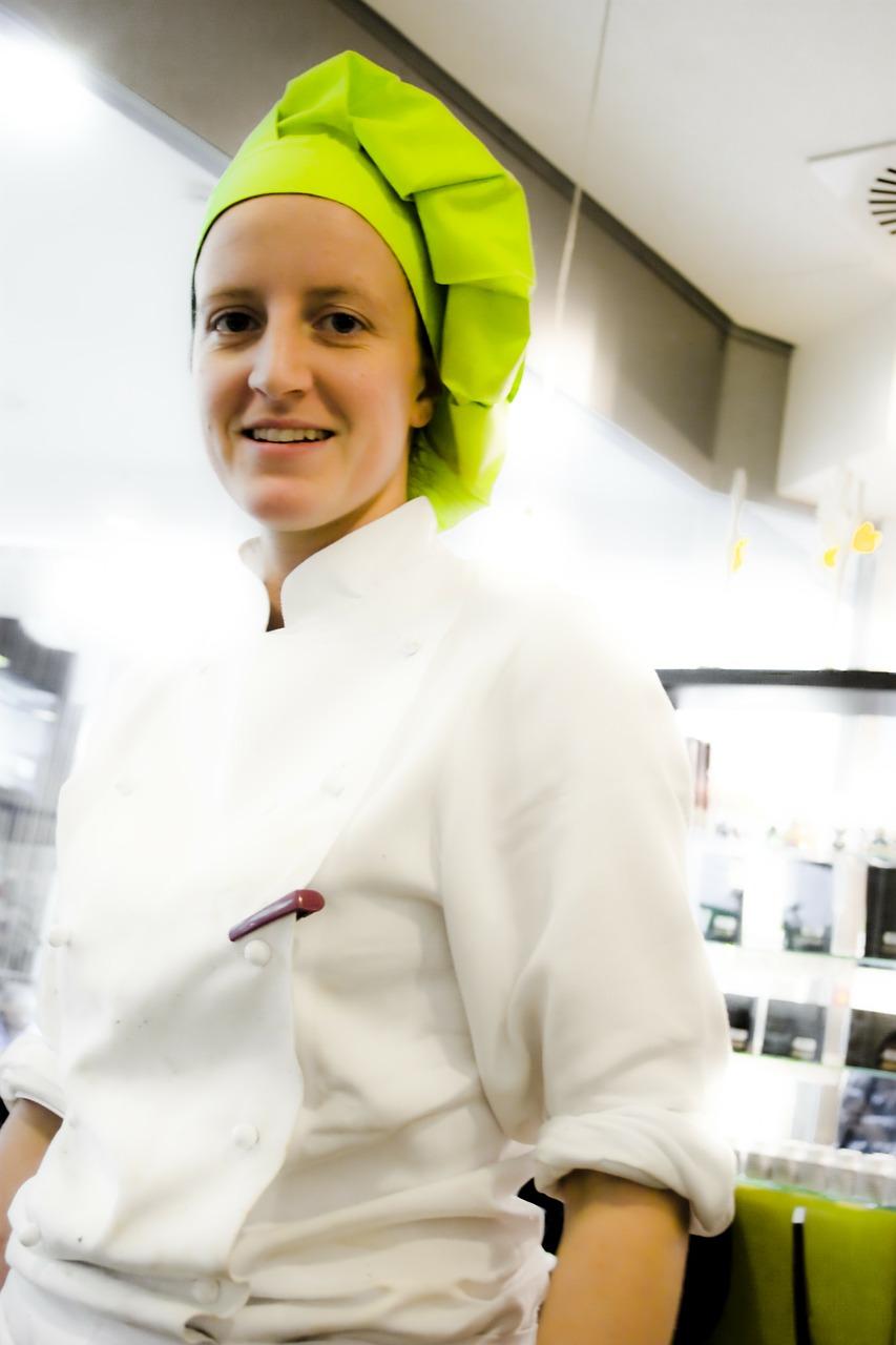 готвач в работна униформа